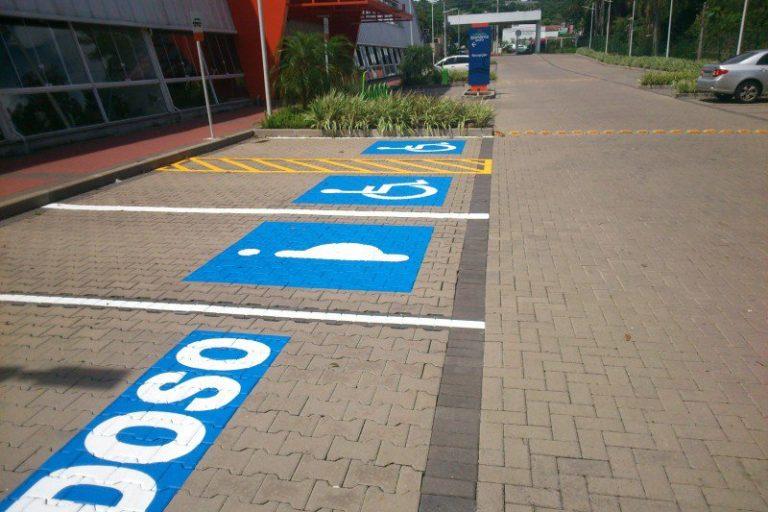 Vaga-de-estacionamento-para-deficientes-e-idosos-é-direito-garantido-por-lei-3-768x512